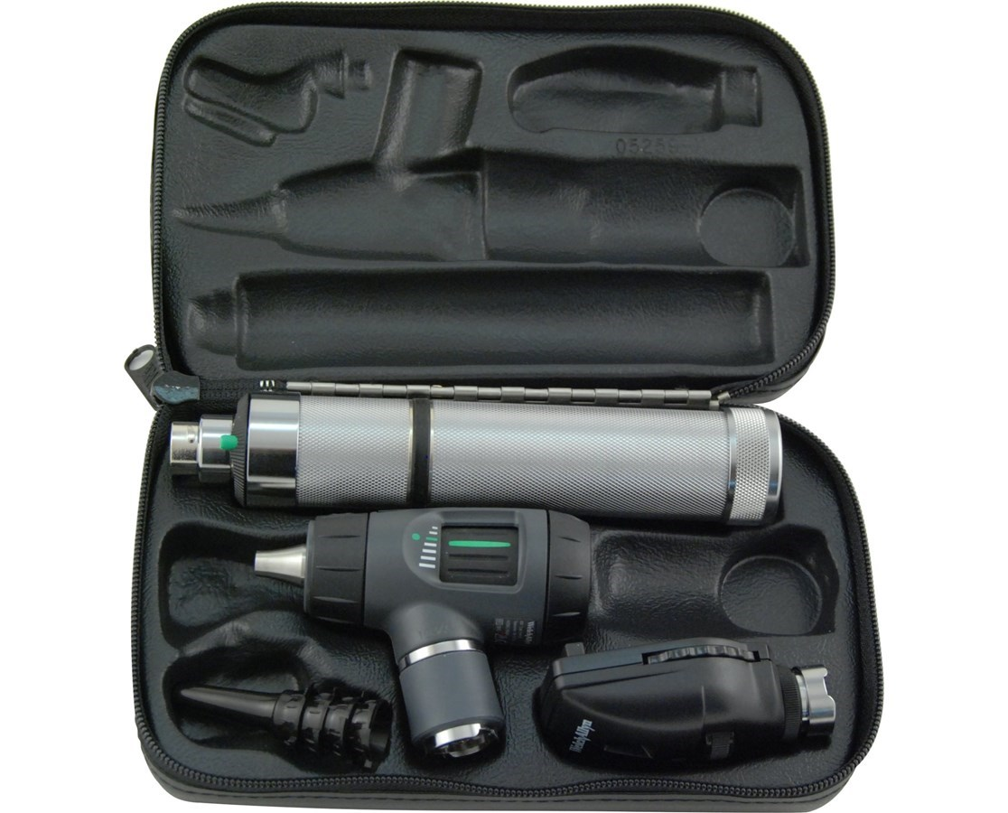 3.5v Diagnostic Set with Ophthalmoscope, MacroView Otoscope, and Throat Illuminator WEL97101